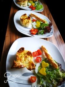 Mini-Lachs Tarte mit Blattsalaten